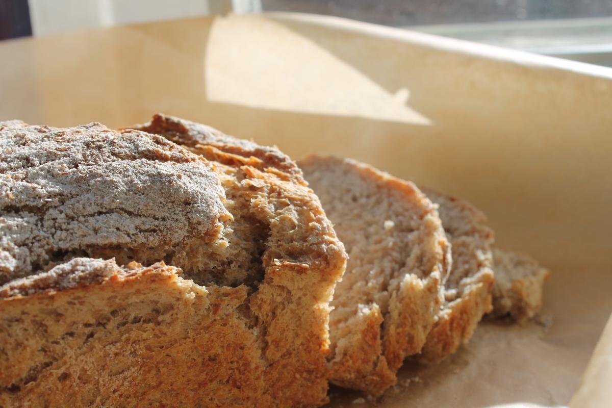 Baka saftigt rågbröd utan jäst