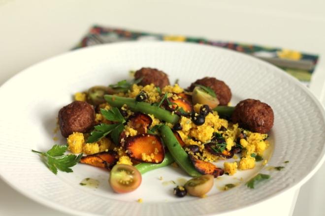Höstlig couscoussallad, med bönor, persilja och dragon
