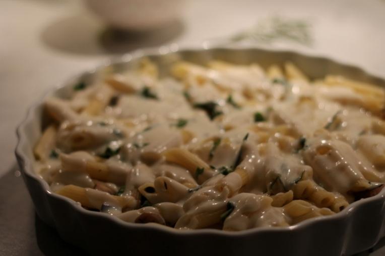 Pastagratäng med grönkål